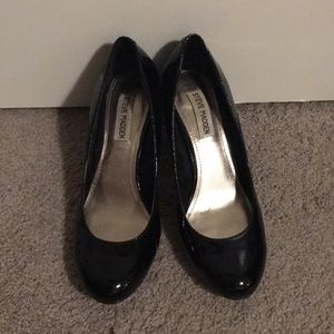Steve Madden patent black pumps